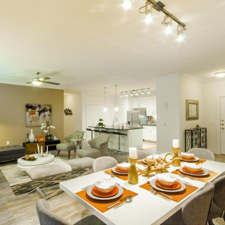 Luxurious Dining Room   Apartments Conroe   The Towers Woodland