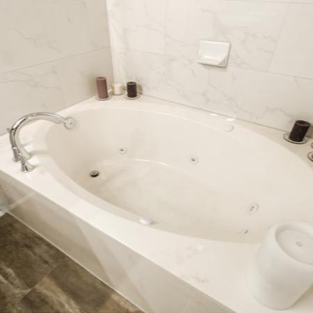 Luxurious Master Bathroom   Apartments For Rent In Conroe TX   The Towers Woodland