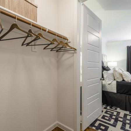 Vast Closet | Austin Apartments | The Mansions at Lakeway