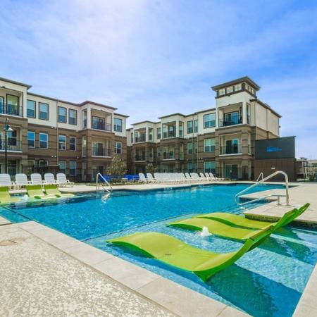 Sparkling Pool | Luxury Apartments McKinney TX | The Mansions McKinney