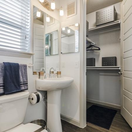 Elegant Master Bathroom | Apartment In Georgetown TX | Mansions of Georgetown