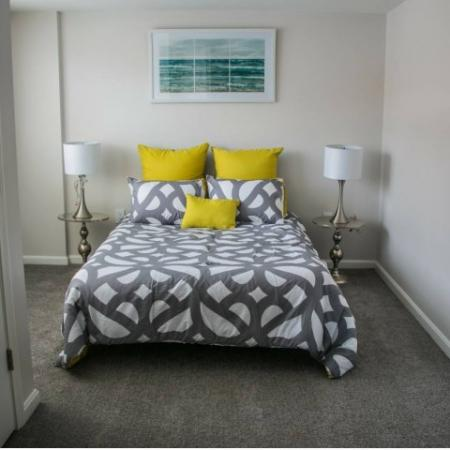 Elegant Bedroom | Apartment Homes In Manchester | Carisbrooke at Manchester