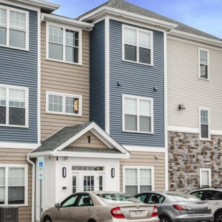 Beautifully Landscaped Grounds | Chelmsford Massachusetts Apartments | Mill and 3 Apartments