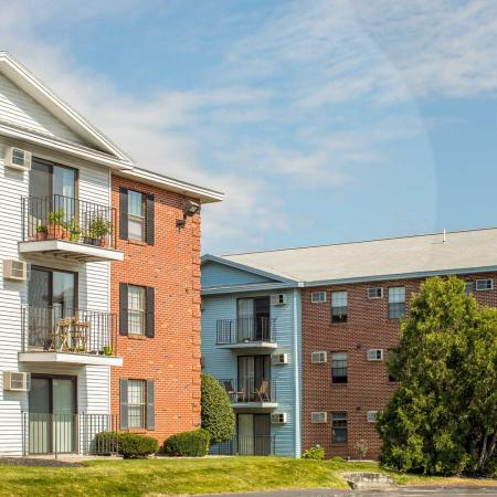 Exterior highlighting balconies | Princeton Place -apartments in Worcester MA