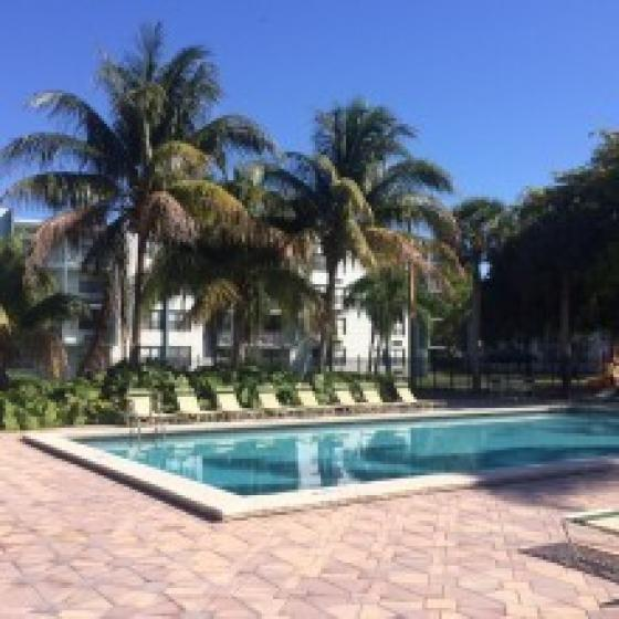 Resort Style Pool | Hollywood Florida Apartments | Emerald Place