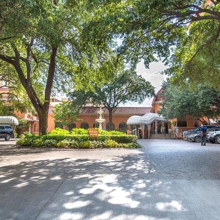 Peaceful Green Setting | Modera Hall Street | Dallas, TX | Apartment Homes