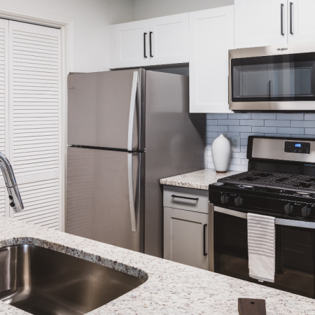 Kitchen with granite coutertops and stainless steel appliances