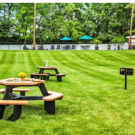 Beautifully Landscaped Grounds   Apartments In Bethlehem PA   Valley Park