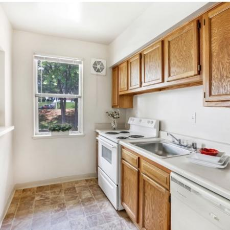 State-of-the-Art Kitchen | Baltimore Maryland Apartments | Greens at Forest Park