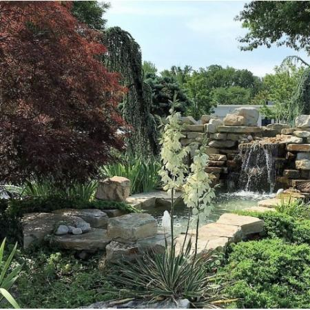 Flowing Fountain   Cherry Hill Luxury Apartments   Cherry Hill Towers