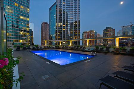 Sparkling Pool | The Streeter Luxury Apartments