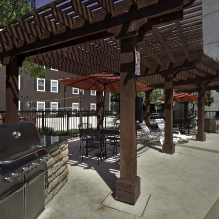 BBQ grill and outdoor dining at The Commons on Kinnear Apartments in Columbus