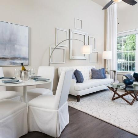 Spacious Hallway   Apartments In Oak Lawn Dallas   4110 Fairmount