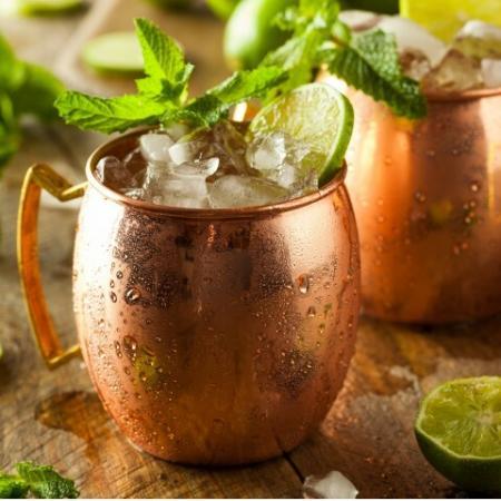 Beverage in copper mugs
