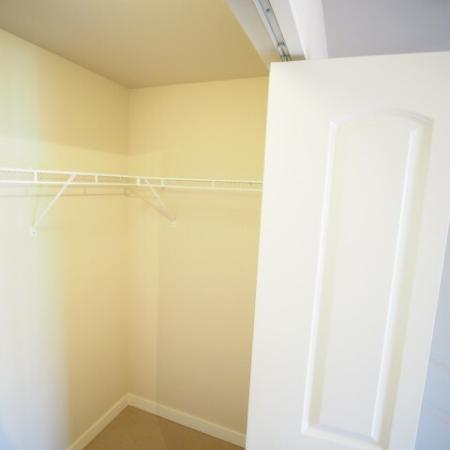 1x1 Plus Closet