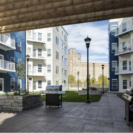Community BBQ Grills   Minneapolis MN Apartment For Rent   44 North