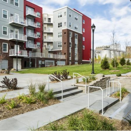 Beautiful Community Grounds   Minneapolis MN Apartments   44 North