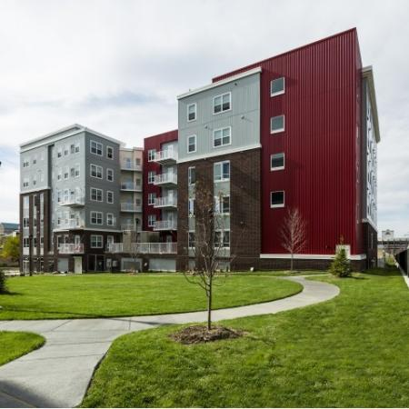 Residents Enjoying Community Grounds   Minneapolis MN Apartment Homes   44 North