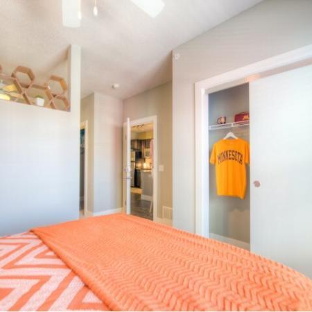 Spacious Bedroom   Minneapolis MN Apartment Homes   44 North