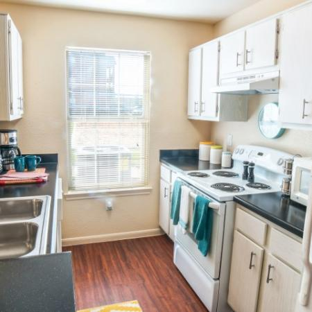 Clean Kitchen | Apartments in Chicago, IL | Student Quarters Murfreesboro - Rutherford