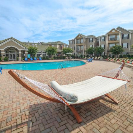 Swimming Pool | Apartment Homes in Chicago, IL | Student Quarters Murfreesboro - Rutherford