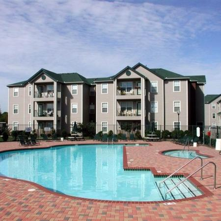 Sparkling Pool | Apartments for rent in Chicago, IL | Student Quarters Murfreesboro - Rutherford