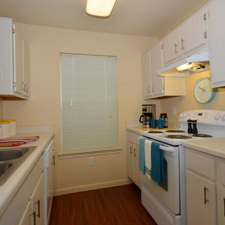 Comfortable Kitchen | Apartment Homes in Chicago, IL | Student Quarters Murfreesboro - Rutherford