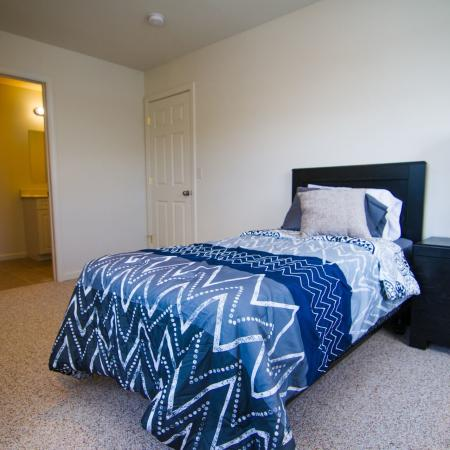 Luxurious Bedroom | Apartments in Mansfield Center, CT | Meadowbrook Gardens