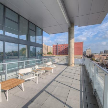 Community Sun Deck | Apartments in Chicago, IL | Vue 53