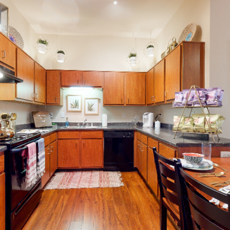 Inviting Kitchen | The Edge on Hovey | Apartments in Normal, IL