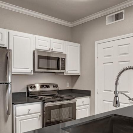 Modern Kitchen | Apartments For Rent Sacramento California | Broadleaf Apartments