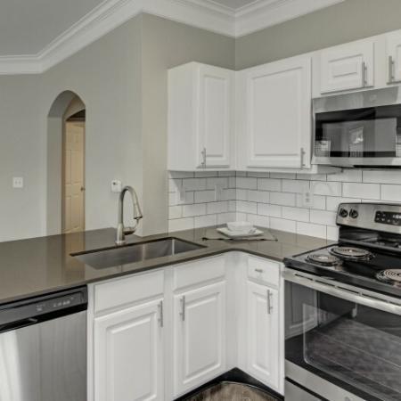 Modern Kitchen | Apartments Near Nashville Tn Airport | Hamptons at Woodland Pointe