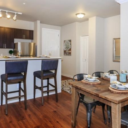 Dining Area | Outlook at Pilot Butte Apartments | Bend Oregon Apartments