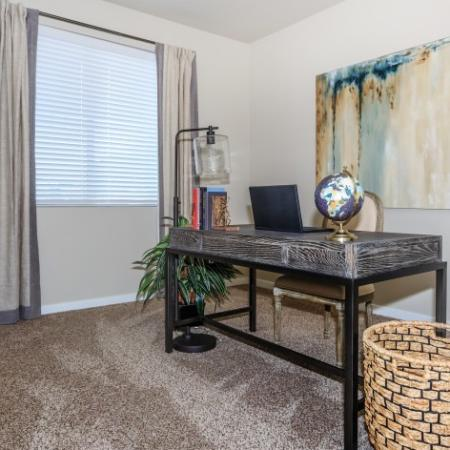 Windows with Blinds in Living Room | Outlook at Pilot Butte Apartments | Apartments Bend Oregon