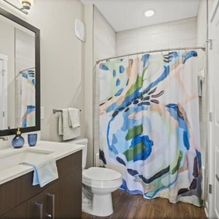 Full Bathroom | Verso Luxury Apartments