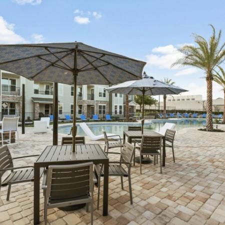 Pool/Cabana | Verso Luxury Apartments