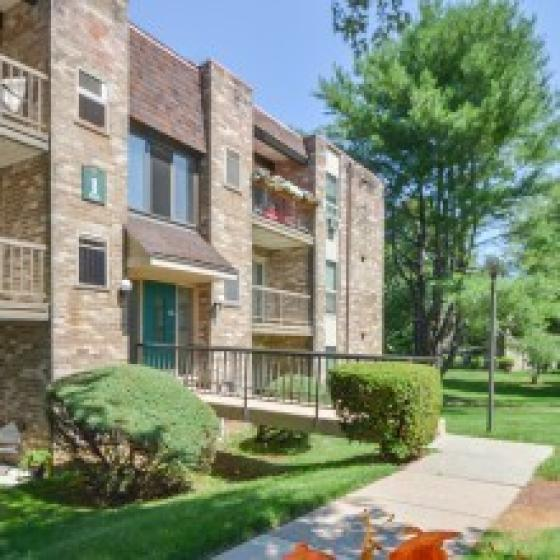 Summit Trace Apartments | Langhorne Luxury Apartments
