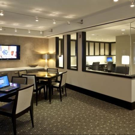 Resident Business Center | Meridian at Pentagon City