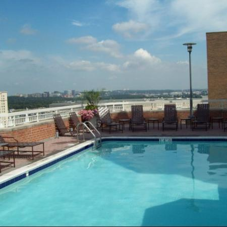 Swimming Pool | Apartments In Arlington VA | Meridian at Pentagon City