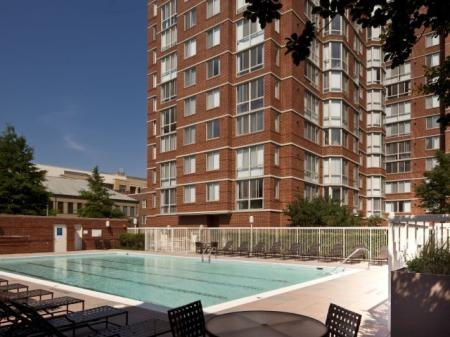 Swimming Pool | Alexandria VA Luxury Apartments | Meridian at Carlyle