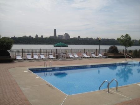 Sparkling Pool | Apartments for rent in Edgewater, NJ | Mariner's Landing Apartments