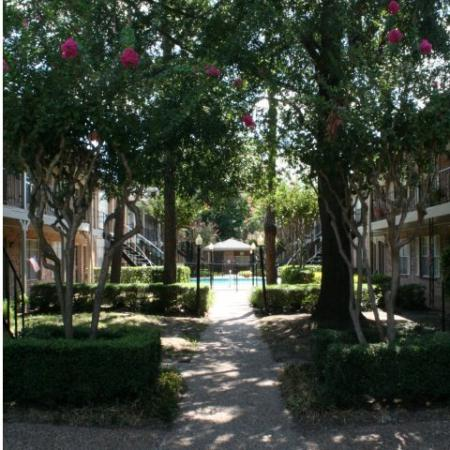 Property pool and courtyard | Houston TX Apartment For Rent | Memorial City