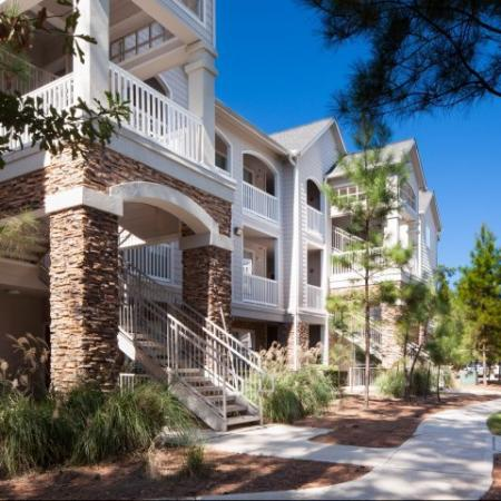 Walking trails between each building | Apartment Amenities | Houston, Texas 77043