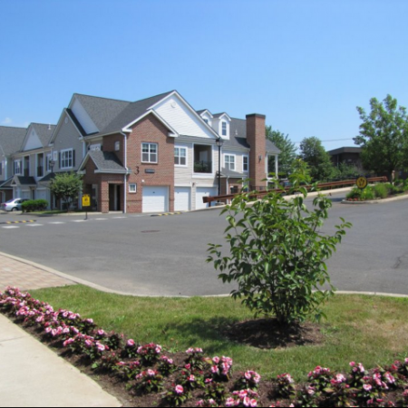 Entry Drive of Apartment Homes in Meriden, CT | Alvista Willowbrook
