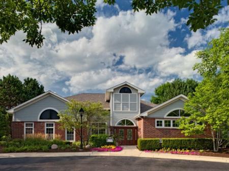Apartments in Wheaton, IL | Crossings at Danada
