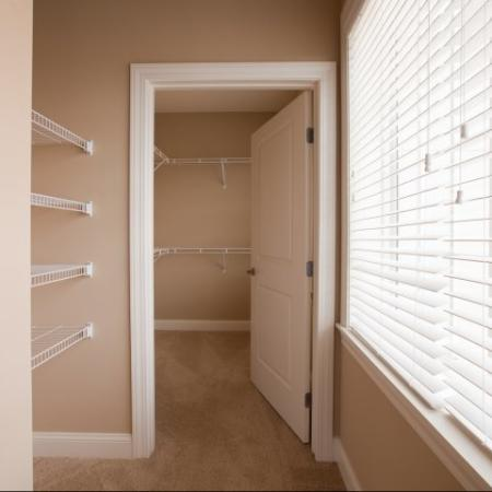 The Rocca Buckhead Apartments Large Wal-in Closet