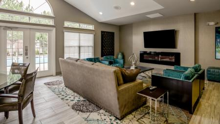 Resident Study Lounge | Apartment Homes in Wheaton, IL | Crossings at Danada