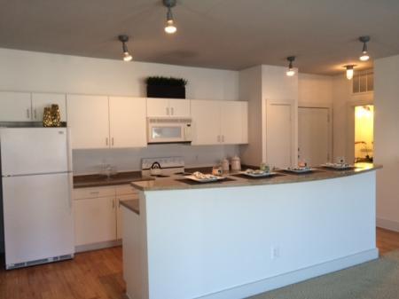 Spacious Bathroom   Dallas TX Apartment For Rent   5225 Maple Avenue Apartments