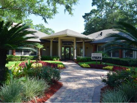 Beautiful Grounds | Northlake Apartments