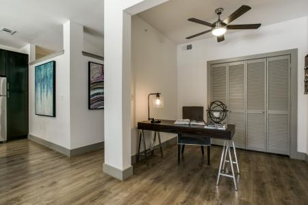 Resident Business Center | Dallas TX Apartment For Rent | Loft + Row